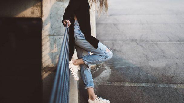 Los Jeans Vendran Con Todo Para El 2021 Descubre Cual Es La Mejor Manera De Usarlos Todo Para Ellas